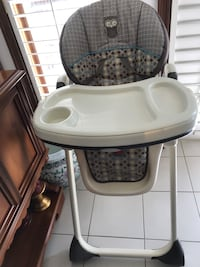 baby's white and black high chair Vaughan, L4H 2H8
