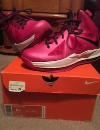 pair of red Nike basketball shoes with box 873 mi