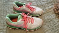 pair of gray-and-green Nike running shoes sz. 10 Wellsville, 17365