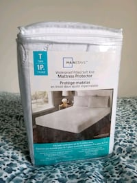 Waterproof twin bed cover  Toronto, M2R 2Y9