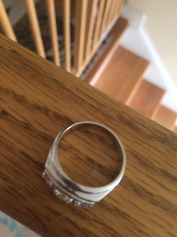 Size 10 sterling silver ring  ac7a9aa8-3698-4097-9560-7e8c960add0f