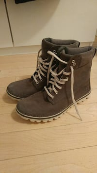 Womens 9.5 Timberland Grey Boots.