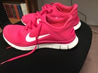 Nike hot pink ladies shoes size 6.5 Maumee, 43537