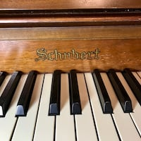 Schubert apartment piano Langley, V1M 3T1