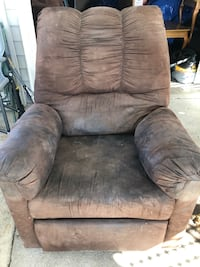brown suede recliner sofa chair Springfield, 45505