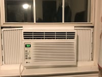 Window Air Conditioner unit with remote control almost new Vienna, 22180