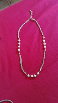 Collar color plata con perlas. 6515 km