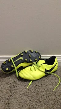Size 6, Nike Tempo Cleats Winnipeg, R2M 3K4