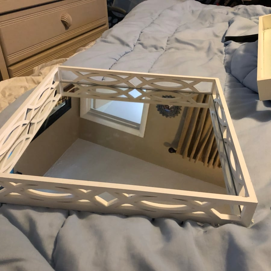 Beautiful two piece mirrored tray 9947748a-b9a0-450d-810b-d4ffca263505