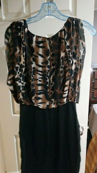 black, white, and brown scoop-neck sleeveless shirt with black skirt Sterling Heights, 48310