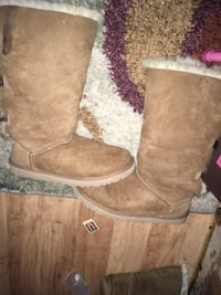 Ugg Bailey bow size 9