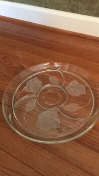 Beautiful flower glass serving dish Brookeville, 20833