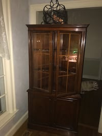 Corner cabinet. Mahogany. (3) upper shelves with glass doors. Beautiful accent piece Clifton, 20124