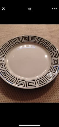 Round white and black ceramic plate 14 inches  San Diego, 92110