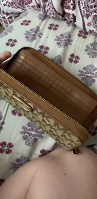 Wallet Linthicum Heights, 21090