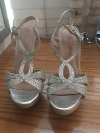 pair of silver-colored open-toe heels Fort Worth, 76244