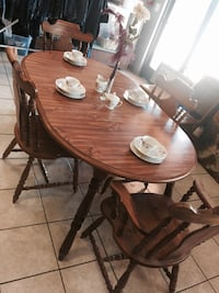 Table with two leafs 4 chairs wood  Los Banos, 93635