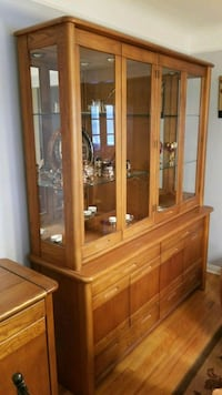 Oak china cabinet with light Dearborn, 48128