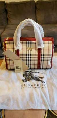 white and red Burberry tote bag Pleasant Hill, 94523