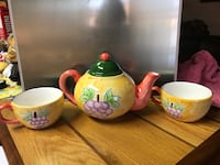 Tea pot set $5.00 Blue on one side , yellow on the other Hamilton, L8H 2T4