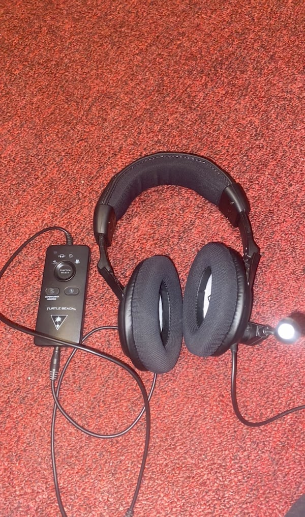 Gaming headset for pc or xbox or ps4 81115e41-ecd1-47a3-9129-9c1ebfce8439