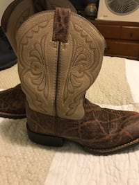 pair of brown leather cowboy boots Independence, 41042