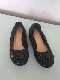 pair of black leather flat shoes Vancouver, V6B 5X6