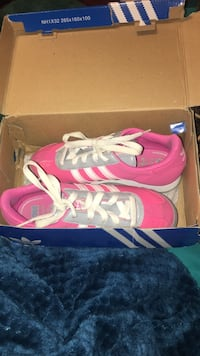Pair of pink-and-white adidas sneakers SIZE 3 Frederick, 21702