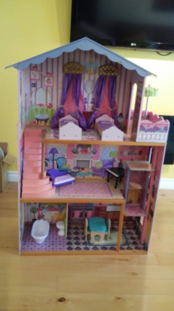 Wooden Doll House - Perfect Condition!