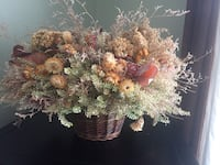 brown and white flower wreath Laval, H7K 2T4