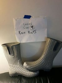 pair of white-and-gray boots London, N6H 1T3