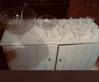 Price reduction glass punch and fruit bowl with servers and glasses Greenville, 27858
