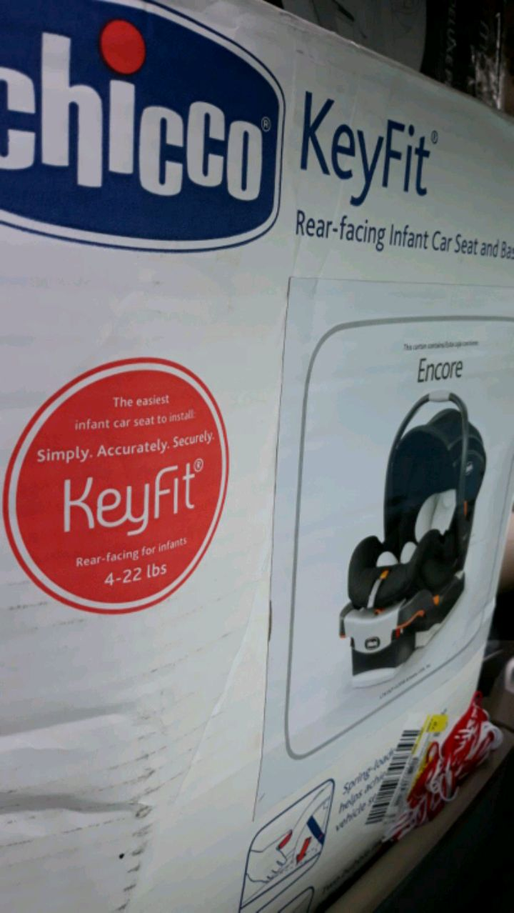 Photo Chicco infant carrier & car seat. Black base w/ black & white interior