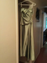 Long green evening gown  or graduate gown  Chilliwack, V2P 2B3