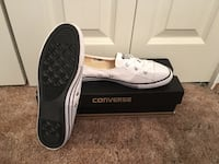 Brand new women's 9 chuck Taylor low profile