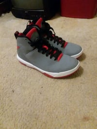 gray-and-red Air Jordan basketball shoes Laurinburg, 28352