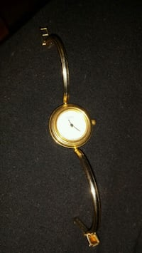 round gold-colored analog watch Laval, H7W 5G5