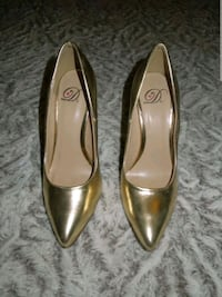 Gold Metallic Classic Enclosed Slip on Pointed Heels Size 6