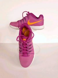 Pair of pink Nike sneakers Vapor Air size 8 South Riding, 20152