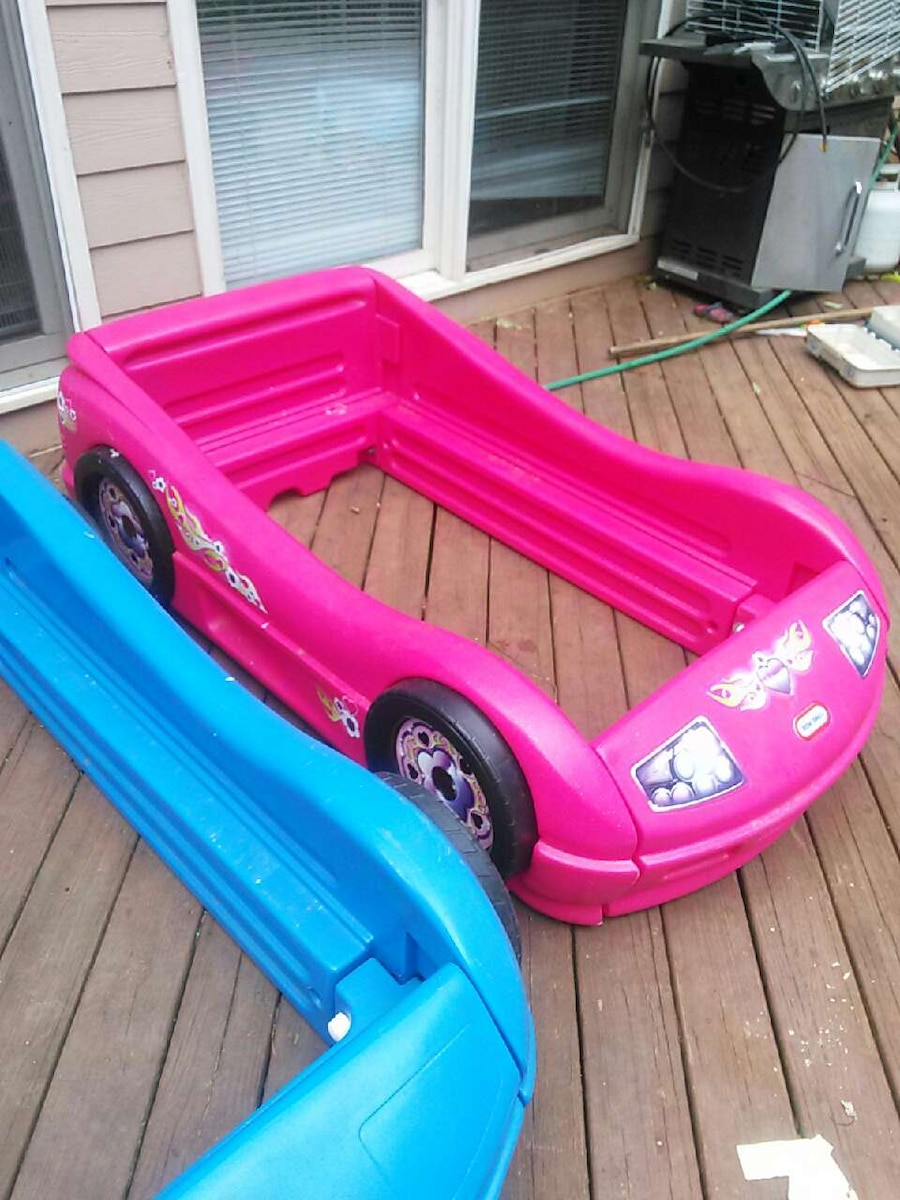 Used Girls Pink Race Car Bed In Marietta
