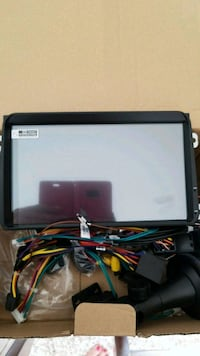 "GPS  9 "" android touch screen control  London, N5X 4M8"