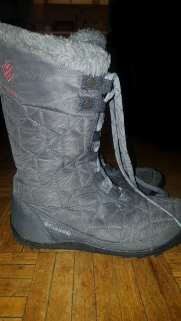 Woman winter boots size 7 3