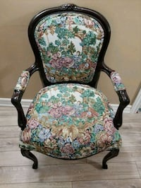 Antique solid wood chair Vaughan, L4H 2H2