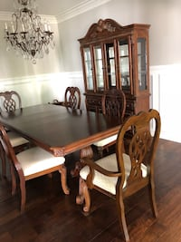 Dining table & chairs with China hutch Ladera Ranch, 92694