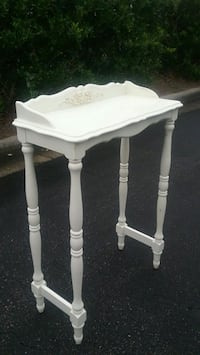 White Accent Table  Virginia Beach, 23455
