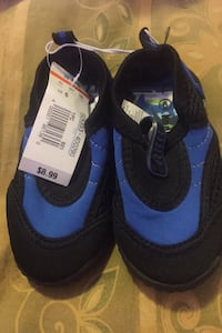 Kids swim shoes  Toronto, M9P 2R7