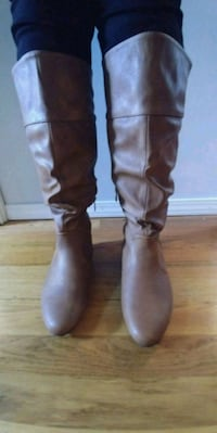 Brand New! Pair of Bown Leather Boots Tigard, 97223