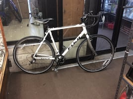 Fuji cross 3.0 road bike wheel size 700/32C brake tektro Ryx front derailleur shimano tiagra rear shimano 105 seat fuji Hadle bars oval 56 cm  pre owned 854225-1