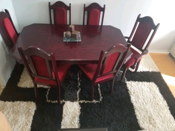 Cherry wood dining table with six chairs end price negotiation bdb464df-d765-4496-a344-e1622fe80956