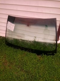 A 2001 Cadillac Deville front windshield. Jackson, 38301